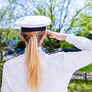 Marinesoldatin-Beratung beim Ausscheiden aus dem Wehrdienst