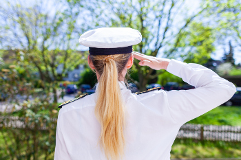 Marinesoldatin kann in die gesetzliche Krankenversicherung